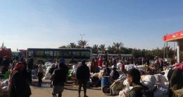 Familias, vuelven a sus casas del campo del este de Deir Ezzor