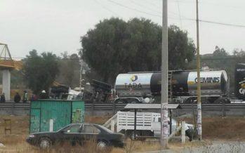 Cierran circulación en autopista México-Querétaro por volcadura