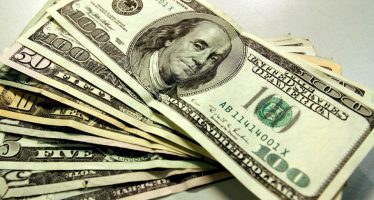 Dólar promedia 18.37 pesos a la venta en terminal aérea capitalina