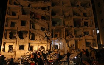 Reportan cuatro explosiones en Idlib y una treintena de muertos