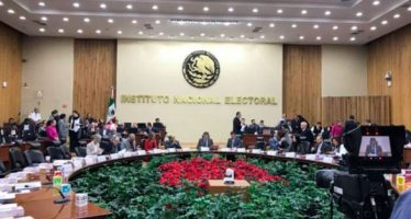 INE revisa firmas de aspirantes independientes a la Presidencia