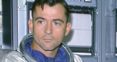 Muere en EUA astronauta John Young