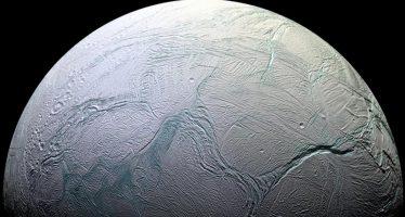 """Luna de Saturno tiene """"nivel del mar"""" como la Tierra, revela NASA"""