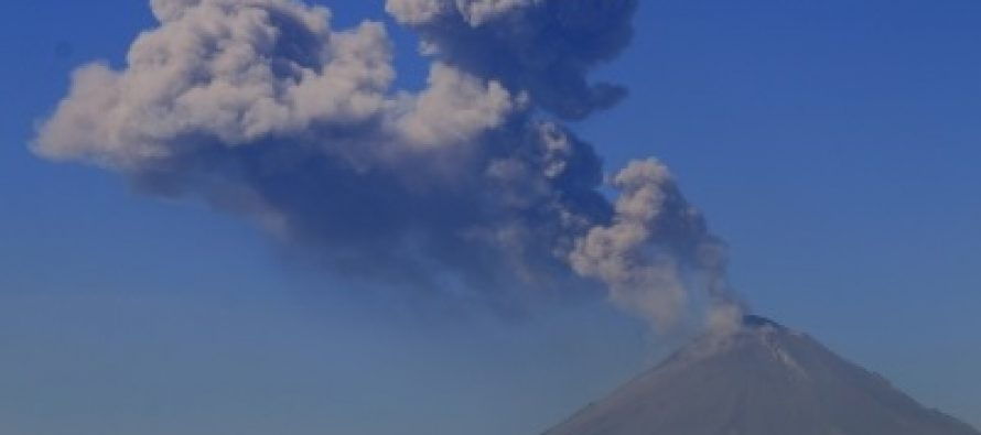 Popocatépetl emite 264 fumarolas con vapor de agua y gas