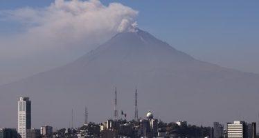 Popocatépetl emite 51 fumarolas con vapor de agua y gas