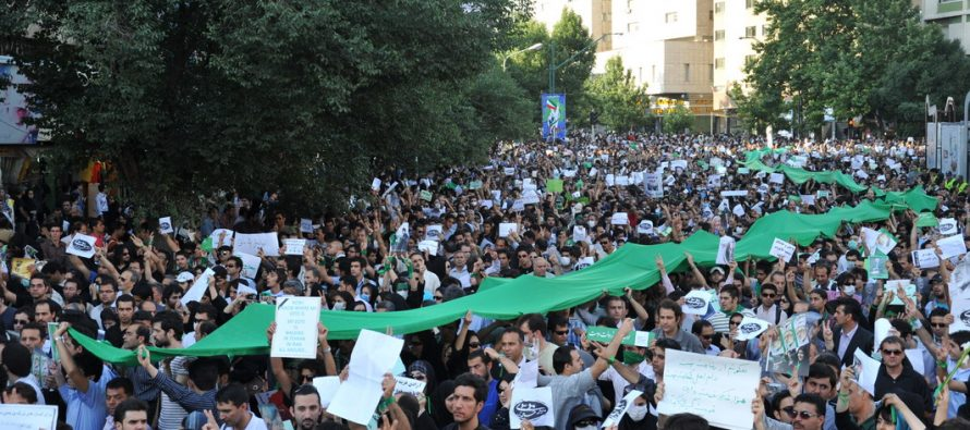 Irán sugiere a EE.UU que revise su propia historia