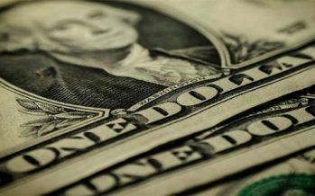 Dólar promedia 18.20 pesos a la venta en terminal aérea capitalina