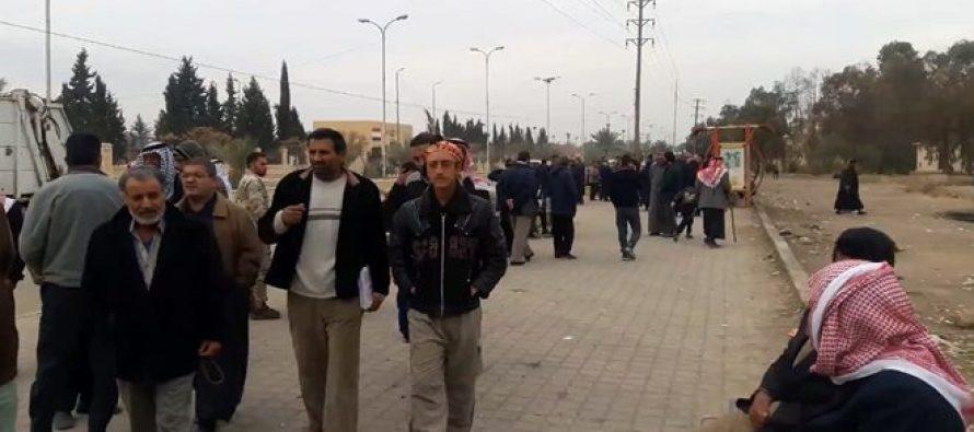 Familias desplazadas regresan a sus hogares en Deir Ezzor