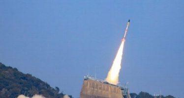 Japón pone en órbita microsatélite con minicohete experimental