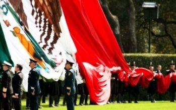 Peña Nieto comparte imagen para conmemorar Día de la Bandera