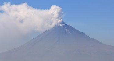 Popocatépetl emite 51 fumarolas con vapor de agua