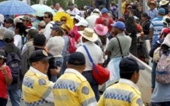 Presencia de manifestantes en Reforma complica circulación vial