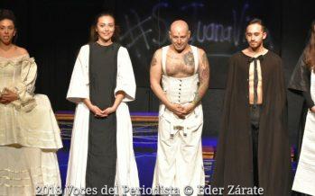 """""""Reflejos de ella"""", obra escrita por Fernanda del Monte se está presentando en el Teatro La Capilla"""
