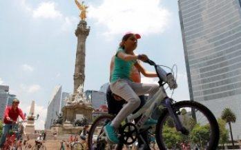 Reforma cerrada durante la mañana por carrera y paseo en bici
