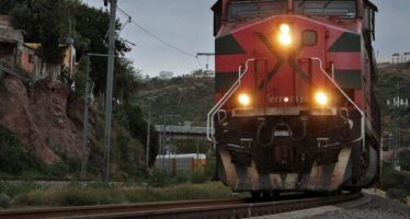 Impacta ferrocarril a camioneta del Centro de Reinserción en Colima