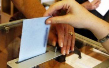 Italianos acuden a las urnas con Berlusconi como favorito