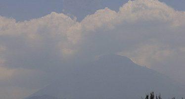 Popocatépetl emite 82 fumarolas con vapor de agua, gas y ceniza