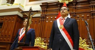 Promete Vizcarra luchar contra la corrupción en Perú