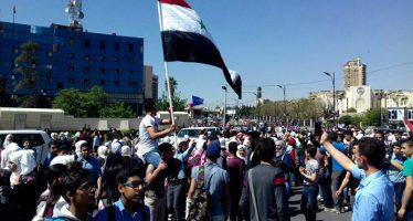 Concentración multitudinaria de masas en la Plaza de los Omeyas