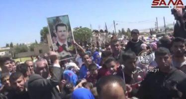 Población de Zamalka da bienvenida al Ejército Árabe Sirio