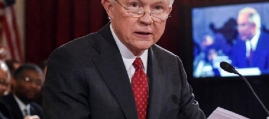 Gobierno de Trump seguirá con políticas antimigrantes: Sessions
