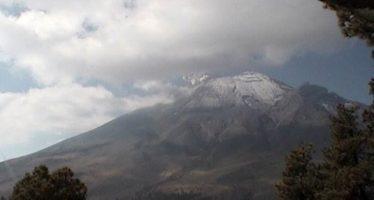 Popocatépetl emite 17 fumarolas y dos explosiones las últimas horas