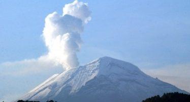 Popocatépetl emite 77 exhalaciones con ligeras cantidades de ceniza