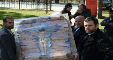 Artista sirio regala un icono a una catedral en San Petersburgo