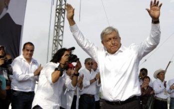 AMLO presenta a Manuel Espino como coordinador ante ONG