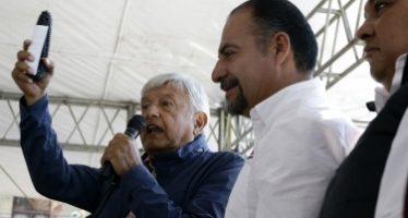 AMLO reitera a maestros que cancelaría la reforma educativa