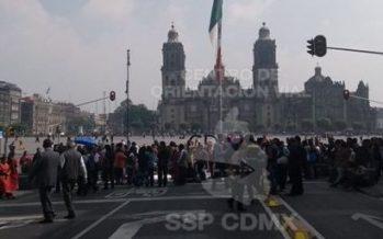Manifestantes bloquean Plaza de la Constitución y 20 de Noviembre