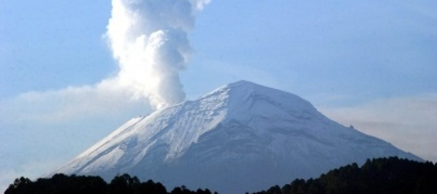 Popocatépetl emite 49 fumarolas con vapor de agua y gas