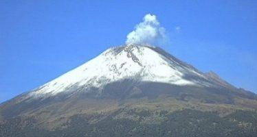 Popocatépetl emite 99 fumarolas con vapor de agua y gas