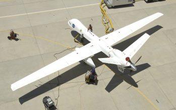 Avión no tripulado vuela, por primera vez, sin naves escolta