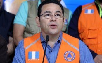 Presidente guatemalteco pide calma ante tragedia por erupción