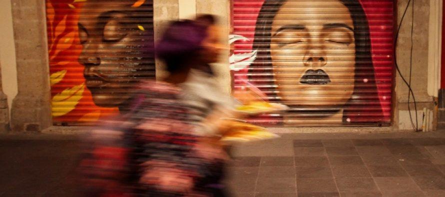 Mujeres de metal, vigilan en colorido silencio de Pino Suárez