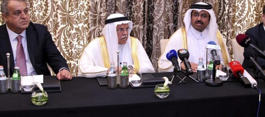Arabia Saudita y Rusia acuerdan congelar la producción petrolera para estabilizar el mercado