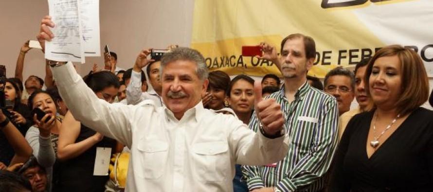 Entre empujones y gas lacrimógeno, el PRD define a su candidato en Oaxaca