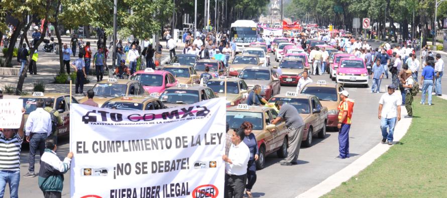 Piden a la SCT que se retire el servicio de taxis de Uber y Cabify del aeropuerto
