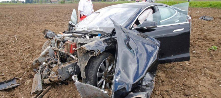 Se accidenta otro vehículo Tesla en conducción autónoma