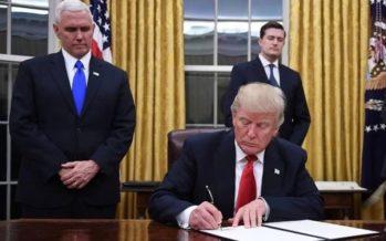 Juez federal suspende veto migratorio de Trump, aplicable a todo EU