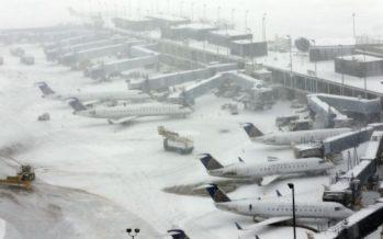 Aerolíneas de EU cancelan más de 5 mil vuelos por tormenta de nieve
