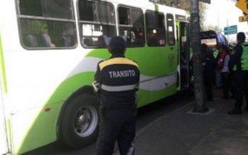 Multan a cuatro vehículos de transporte público por violar tarifas