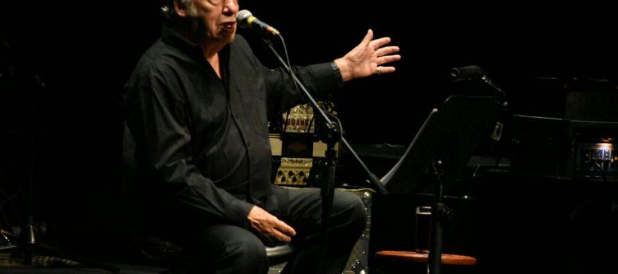 Exitosa presentación de Óscar Chávez en el Teatro de la Ciudad