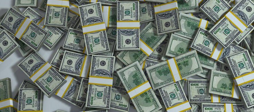 Dólar cierra la semana hasta en $19.01, en bancos