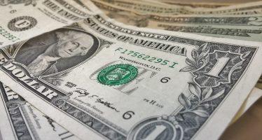 Promedia dólar en 18.32 pesos a la venta en el aeropuerto capitalino