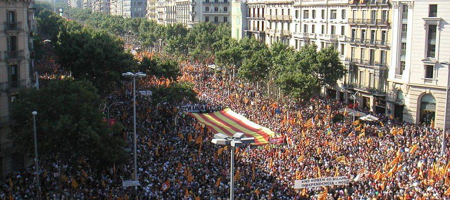 Amenaza Madrid con cárcel a 715 alcaldes catalanes