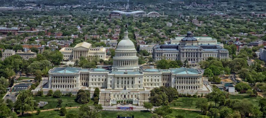 Muro completo y visas por mérito, propone Trump al Congreso