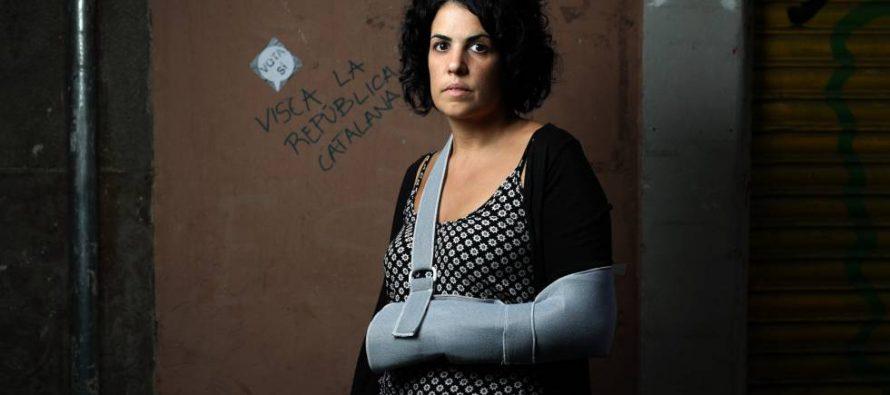"""Marta, mujer de """"los dedos rotos por la policía"""" cambia su versión"""