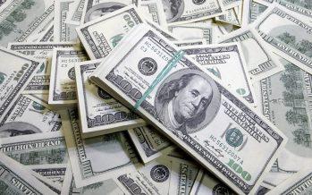 Ex sicario económico explica el saqueo a América Latina